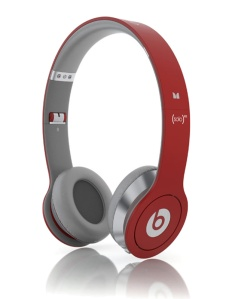 lady-gaga-p-diddy-beats-dr-dre-headphones-2